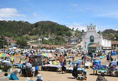 http://www.revistabuenviaje.com/conocemexico/destinos/chiapas/san_juan_chamula/mercado_san_juan_chamula.jpg