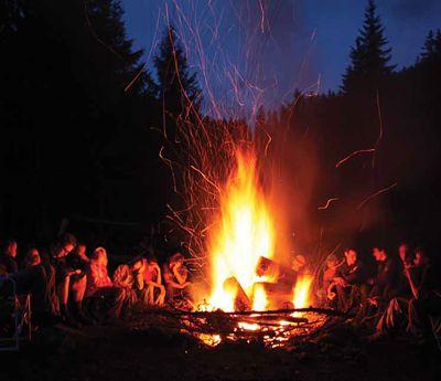 equipo para acampar en montaña