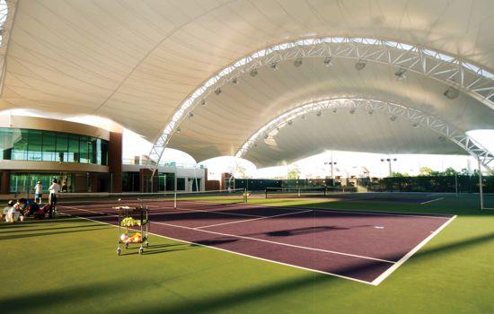 varias canchas de tenis